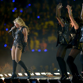 Beyonce performs by Drew Tarter - People Musicians & Entertainers ( super bowl, singer, entertainer, hip hop, beyonce )
