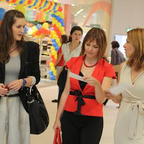 Women in shopping by Tomislav Šestak - People Street & Candids