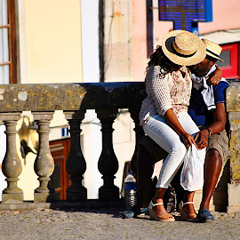 Love the moment by Paula NoGuerra - People Couples ( love, kiss, kissing, street, couple, street scene, loving, people, portrait, street photography,  )