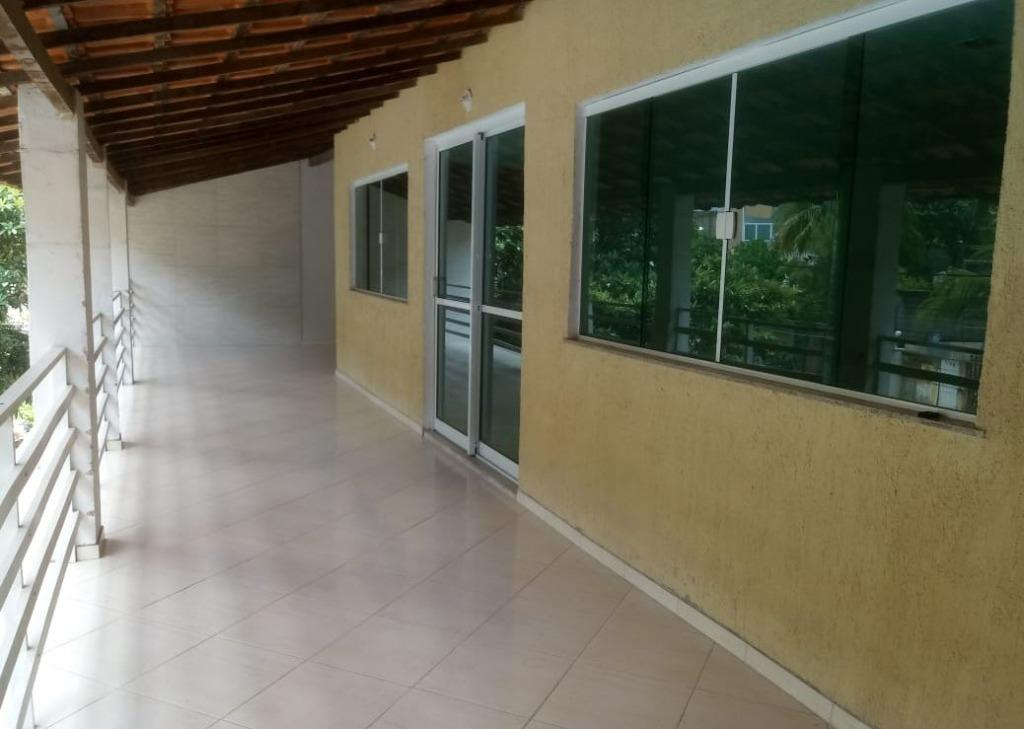 Excelente Casa (Sobrado), Vazia, Planta Ampla, Varandão, Salão, 2 Quartos, 1 Suíte e 1 Banho, Copa Cozinha Mobiliada, Área, 1 Vaga.