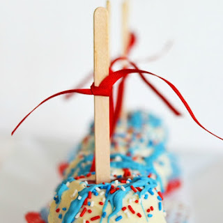 Patriotic Candy Apples Are Perfect for Memorial Day or Fourth of July!
