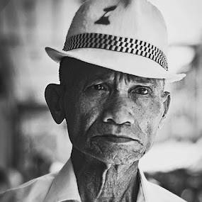 Potrait an old man . by Maji Shuki - People Portraits of Men