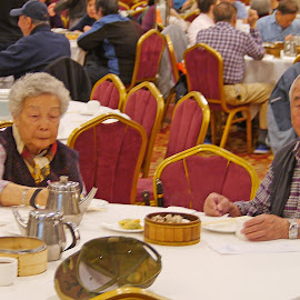 The Chinese Old Couple by Joatan Berbel - People Couples ( cultural heritage, colorful, chinatown, restaurant, chinese )