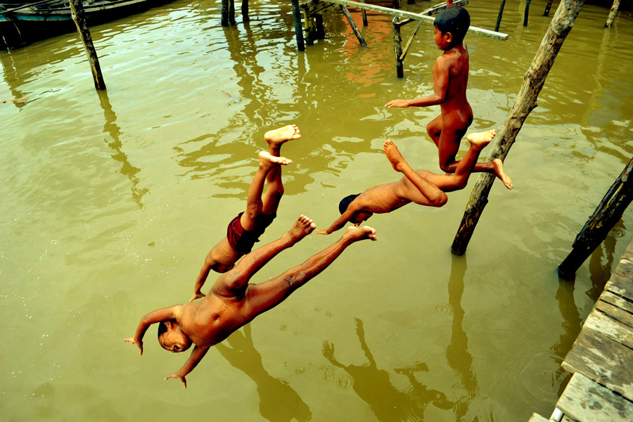 :: We Flying :: by Agung  Zulyadain - News & Events World Events