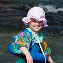 Girl at beach by Jay Fickess - Babies & Children Toddlers ( girl, ocean, beach, smile, hat )