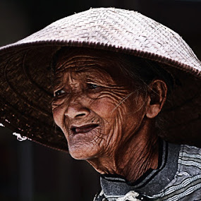 grandmother by Zulkifli Sukarta - People Family ( indonesia, magelang, java, portrait )