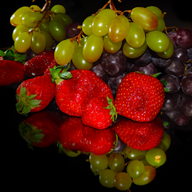 grape and strawberry by LADOCKi Elvira - Food & Drink Fruits & Vegetables ( fruits )
