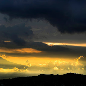 Sunset and storm by Cristobal Garciaferro Rubio - Landscapes Weather ( clouds, volcano, mexico, puebla, popocatepetl, pwcstorm, storm )