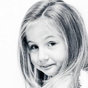 Emilia by Andreea Ciuca - Babies & Children Child Portraits ( girl )