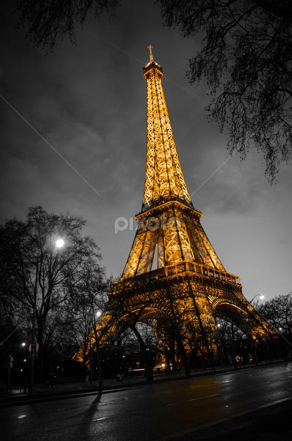 Eiffel Tower by Mateo de la Vega - Buildings & Architecture Statues & Monuments ( paris, eiffel tower, tour eiffel, b&w )