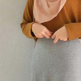 Self-model by Nur Aishah - People Fashion ( blouse, skirt, preloved, street, malaysia, brown, fashion )