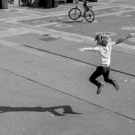 Game and shadow. by Dušan Gajšek - People Street & Candids ( _mesta, luka, maribor )