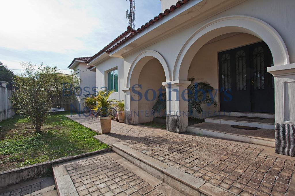 Excelente casa em localização estratégica para fins residenciais ou comerciais