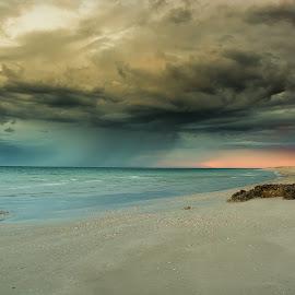 cyclone build up by Graeme Lawson - Landscapes Weather ( cyclone, australia, weather, beach, rain,  )