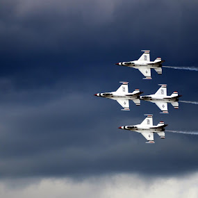 Diamond by Ben Steiner - Transportation Airplanes ( ben steiner, aircraft, nikon, usaf, usa, thunderbirds )