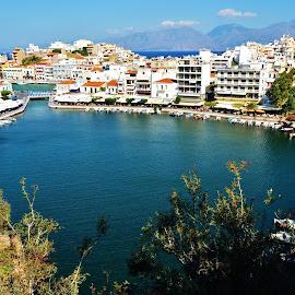 Agios Nikolaos Lake JO/2015 by Jose  Olimpio Castro Neto - City,  Street & Park  Vistas