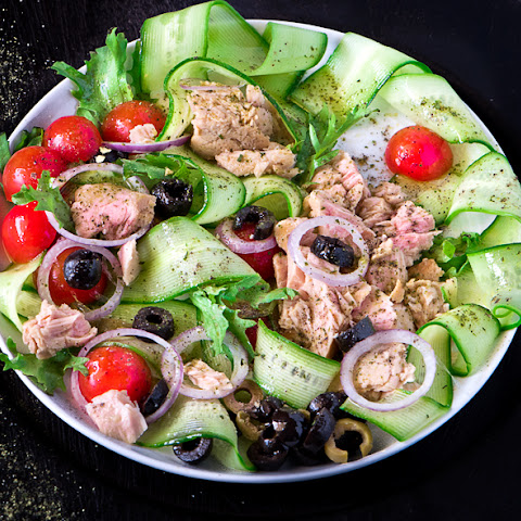 TUNA SALAD WITH CHERRY TOMATOES AND OLIVES