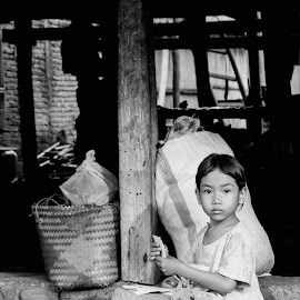 Bermain Sendiri by Achmad Sutanto - Babies & Children Child Portraits ( #play, #child, #alone, #humanity, #indonesia )