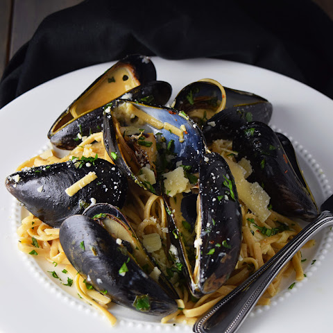 Mussels over Linguine with Garlic Butter Sauce