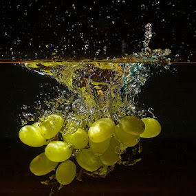 Grapes by Javier Luces - Food & Drink Fruits & Vegetables ( fruit, grapes, food, javluc, high speed )