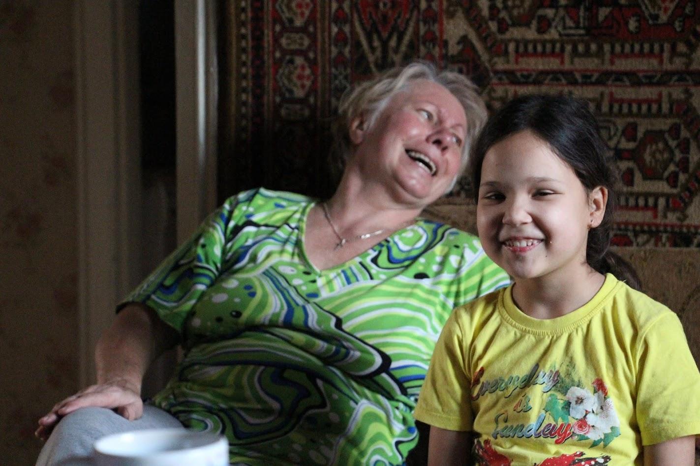 бабушка Люба и внучка София
