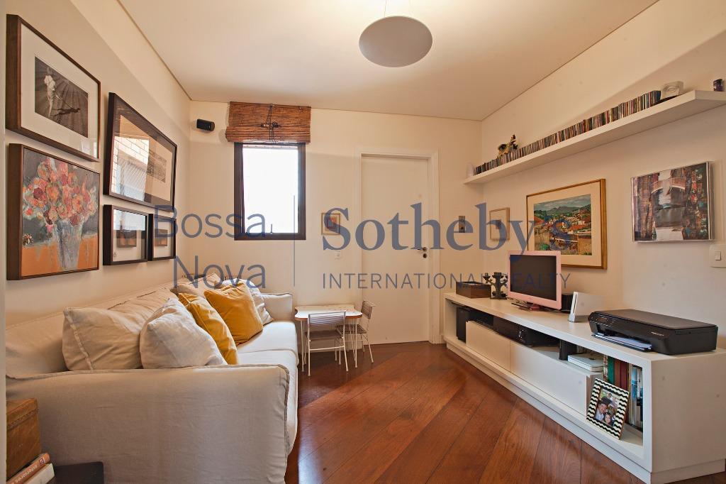 Lindo apartamento, totalmente reformado.