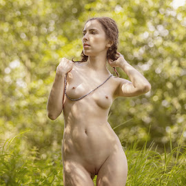 I like summer by Dmitry Laudin - Nudes & Boudoir Artistic Nude ( summer. sun, nude, nature, grass. girl, glare )