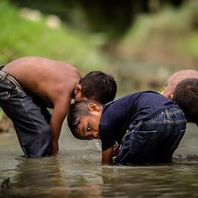 Kampung Boy by RiNeo aFnIzAn - Babies & Children Children Candids ( field, hobby, boy )