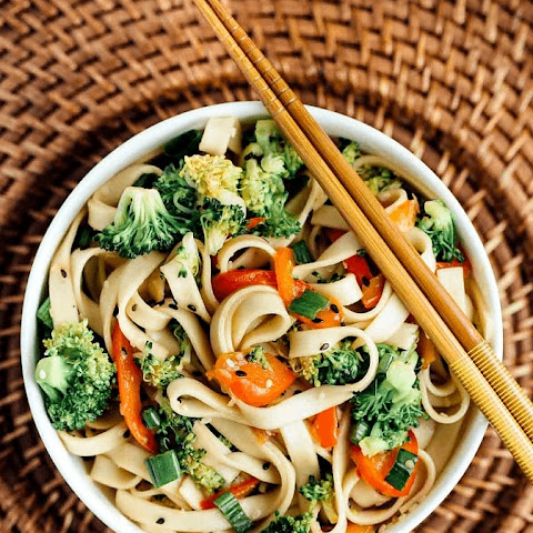 Vegan Sesame Broccoli Noodle Bowl