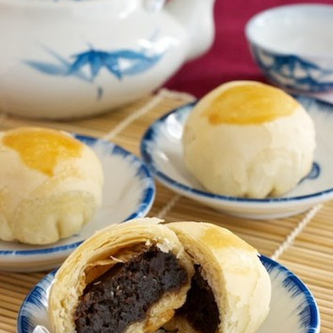 Date & Red Bean Moon Cakes