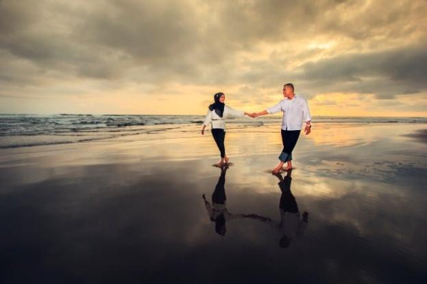 Hasil gambar untuk foto prewedding di pantai