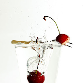 Cherry splash by Ivan Vukelic - Artistic Objects Other Objects ( water, cherry, fork, fruit, red, splash, vukelic, ivo, glass, vuk )