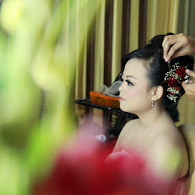 red rose by Teguh Adi - Wedding Getting Ready ( green, woman, texture, beauty, morning )