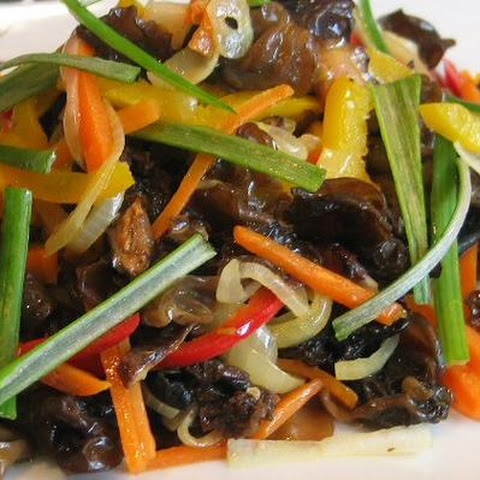 Stir-Fried Bell Peppers With Black Fungus