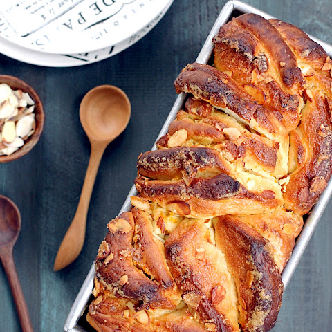 Almond and Orange Pull-Apart Bread