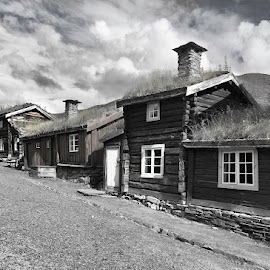 Røros by Kristinn Gudlaugsson - City,  Street & Park  Historic Districts ( svalbard )