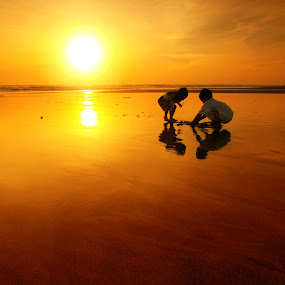 Sunset Play by Alit  Apriyana - Landscapes Waterscapes
