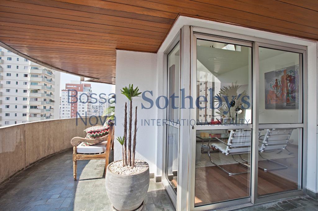 Cobertura  sofisticada, confortável em excelente localização