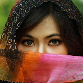 Bright eyes by Aryanto Sujono - People Portraits of Women
