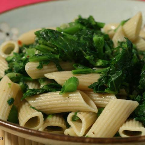 Pasta with Broccoli Rabe, Garlic, Black Pepper and Olive Oil