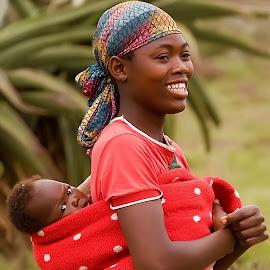 Le sourire d'une mère by Gérard CHATENET - People Portraits of Women