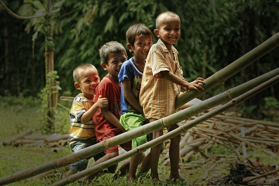 Playing with bamboo by Ari Wid - Babies & Children Children Candids ( playing, bamboo, play, plays, kid )