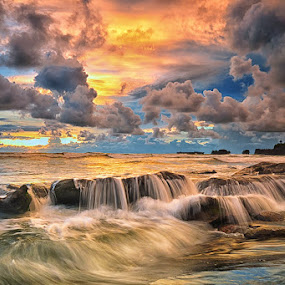 Feel the Tide by Hendri Suhandi - Landscapes Sunsets & Sunrises ( clouds, bali, nature, sunset, holidays, beach, sunrise, landscape )