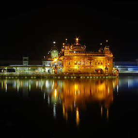 Golden Temple,Amritsar, by Sautrik Dutta Mantrani - Buildings & Architecture Places of Worship ( golden temple, sikh, punjab, india, worship, amritsar )