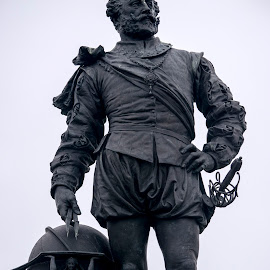 Drake by Allan Benson - Buildings & Architecture Statues & Monuments ( statue, drake, sir francis drake, plymouth, monument, sailor )