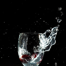 the splash by Drianz Chen - Food & Drink Alcohol & Drinks ( water, lowlight, splash, grape, glass )