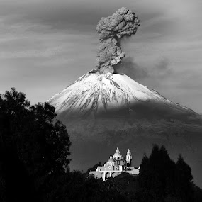 Volcano Popocatepetl by Cristobal Garciaferro Rubio - Landscapes Mountains & Hills ( cholula, volcano, mexico, snow, puebla, popocatepetl, pwcbwlandscapes, snowy volcano, smoke )