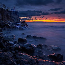 Split Rock lighhouse dawn by Ben Podolak - Landscapes Sunsets & Sunrises ( minnesota, split rock, lighthouse, north shore, lake superior )