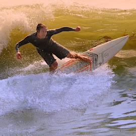 Au creux de la vague by Gérard CHATENET - Sports & Fitness Surfing