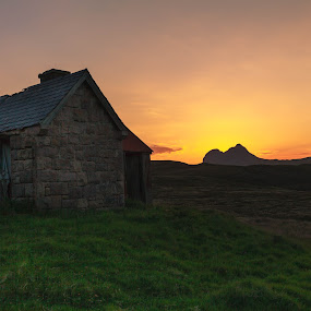 The Doghouse by Iain Cathro - Buildings & Architecture Other Exteriors ( scotland, stack polly, sunset, assynt, ullapool, landscape )
